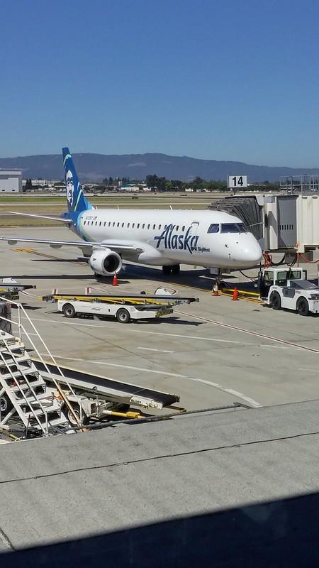 På San Jose-flygplatsen en sömnig sommrig juli fredag