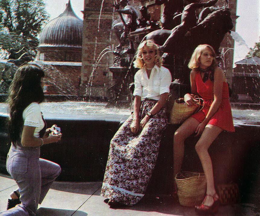 Miniskirt upskirt film