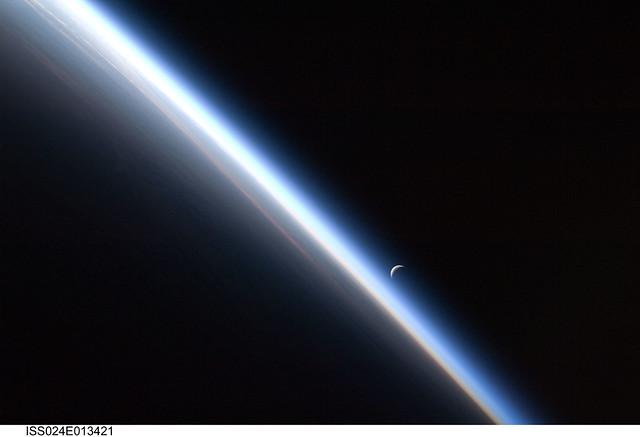 Crescent Moon Earth S Atmosphere Nasa International