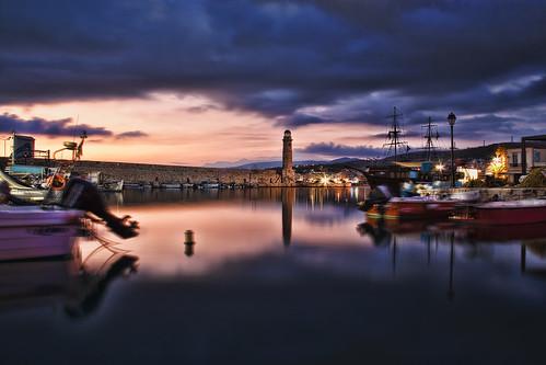 sea sky lighthouse reflection clouds sunrise boats greece crete rethymno oldharbour κρήτη ελλάδα σύννεφα θάλασσα ανατολή αντανάκλαση ρέθυμνο παλιόλιμάνι ουρανόσ φάροσ βάρκεσ