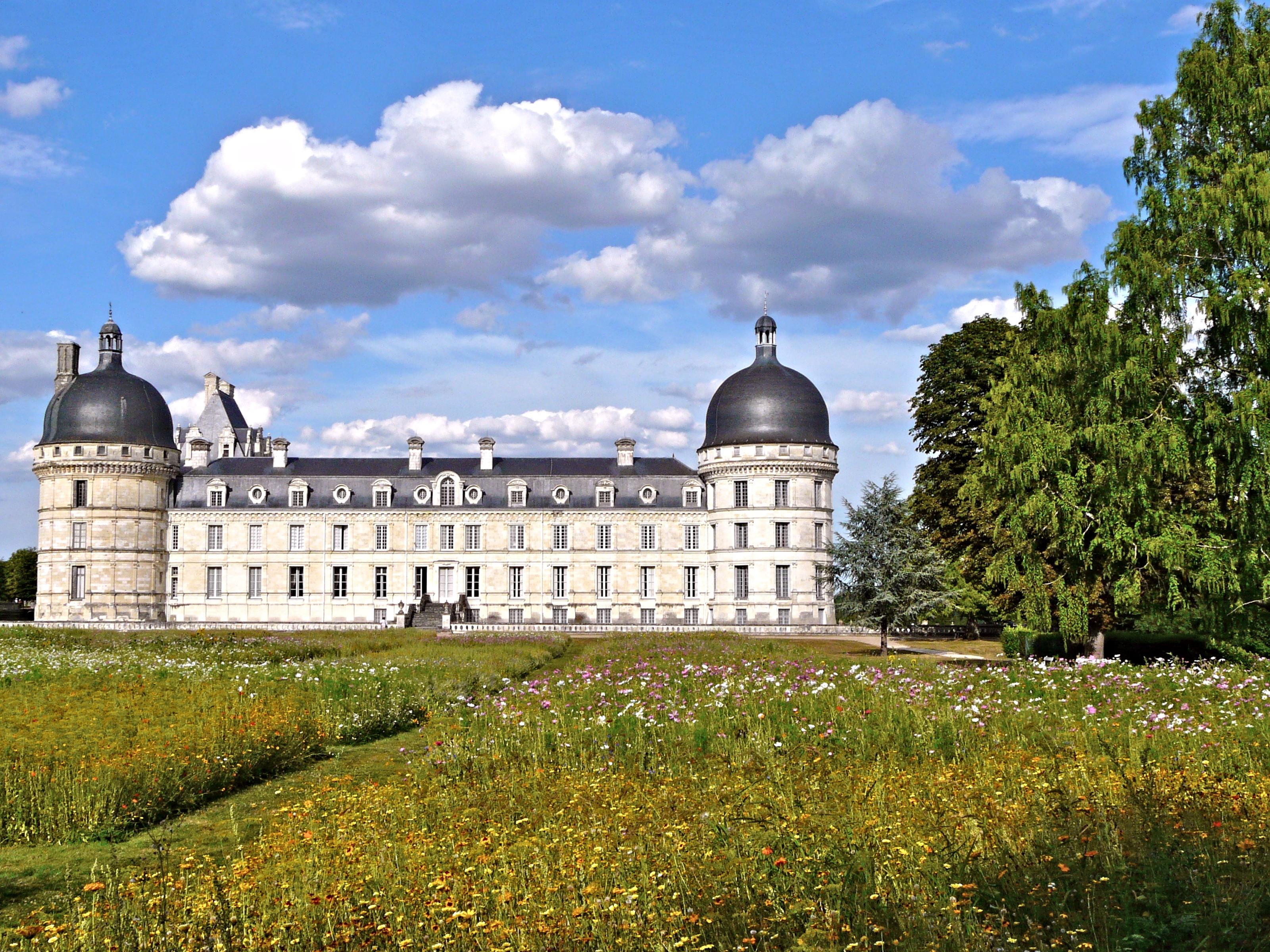 Un Chateau Dans Les Nuages elevation of 1 route de levroux, bouges-le-château, france