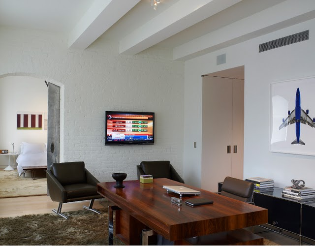 Interieur en design tips op loft met moderne designklassiekers - Tafel rots lounge bobois ...