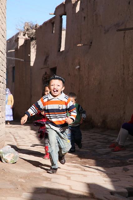 カシュガル旧市街の子どもたち