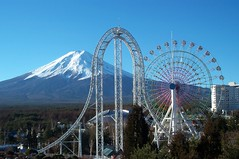 Launch Coaster - Dodonpa w-Mt. Fuji