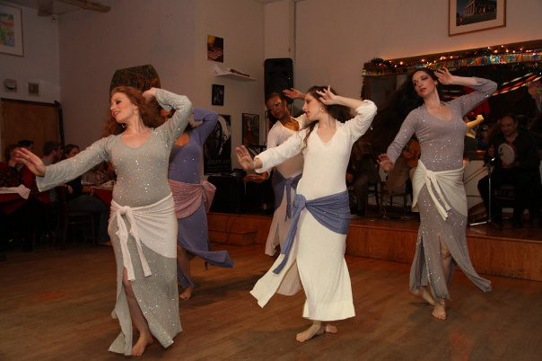 Ranya and dancers perform an Andalusian Muwwashshahat