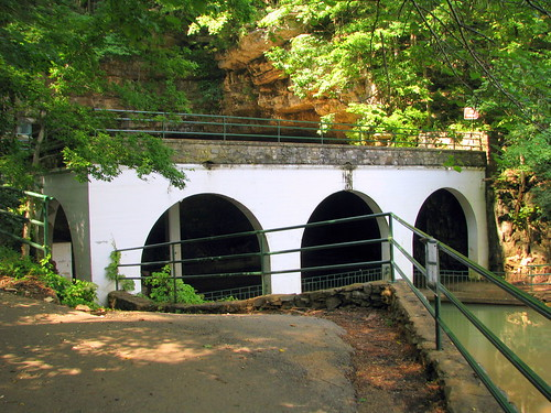 Dunbar Cave Arches