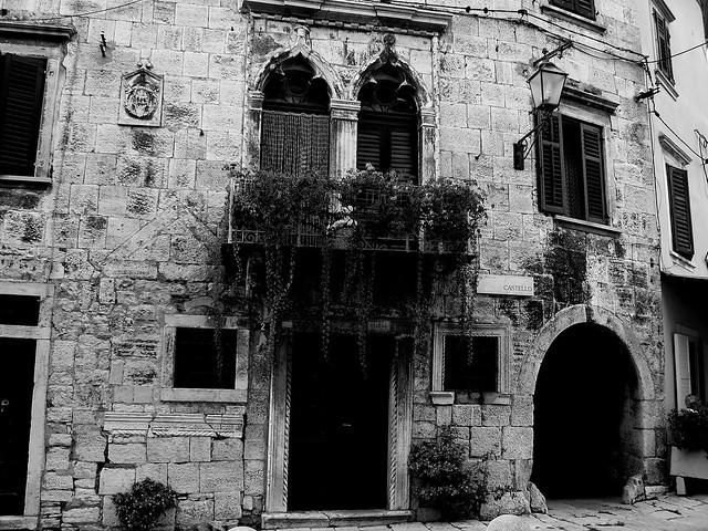 Casa g tica flickr photo sharing for Casa revival gotica
