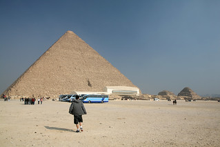 Taking a walk near Giza pyramids