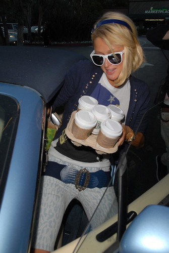 Paris Hilton likes Starbucks