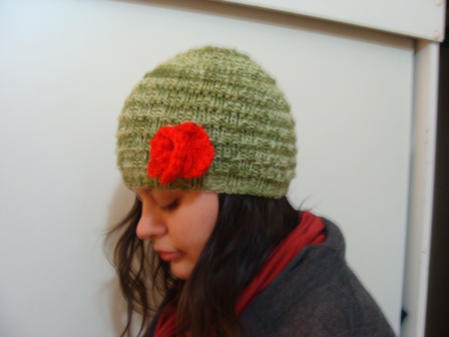 Gorro de lana con aplicación de flor | Flickr - Photo Sharing!