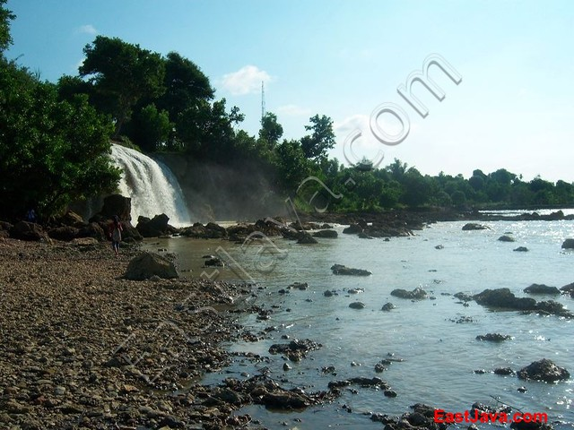 Download this Toroan Waterfall... picture