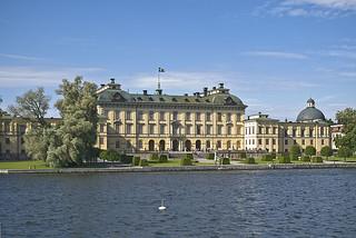 Зображення Drottningholm Palace поблизу Drottningholm. swedish palaces drottningholm