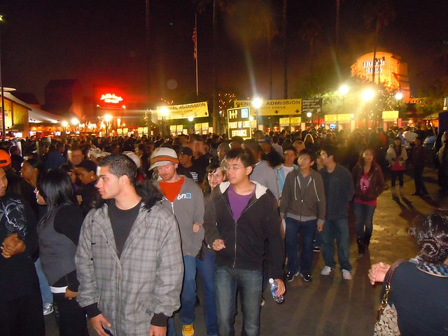 entrance crowd at universal studios hollywood halloween horror nights - Universal Halloween Night