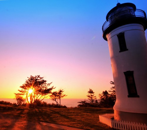 sunset sun lighthouse beautiful washington pretty northwest whidbeyisland glowing lighttower whidbey ftcasey