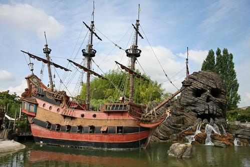 The Jolly Roger & Skull Rock