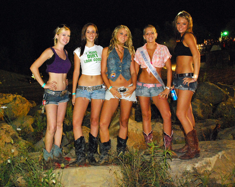 Sorry, country girls daisy dukes bikini what excellent