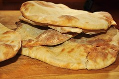 meal(0.0), bread(0.0), pupusa(0.0), tortilla(0.0), baked goods(0.0), ciabatta(0.0), hotteok(0.0), focaccia(0.0), roti(0.0), roti canai(0.0), flatbread(1.0), roti prata(1.0), food(1.0), dish(1.0), naan(1.0), bazlama(1.0), cuisine(1.0), chapati(1.0),