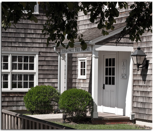 door windows light newyork architecture nikon longisland porch lantern shrubs amagansett freelibrary historicalplace capecodstyle d3000
