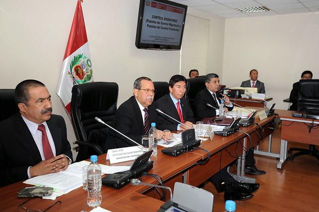 Ministro del interior y director de migraciones en relacio for Foto del ministro del interior