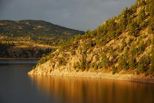 gross reservoir boulder county colorado lake hill hillside reflection water colorful shore essence cloudy day sunset glow glowing steep bodyofwater everybodylovesasunset atardecer