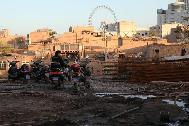 カシュガル、旧市街再建現場にて