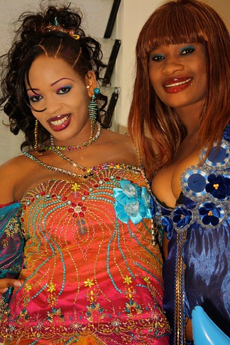<p>Oumou Sow and her dancer Fatou Ndoye are good friends, posing before the show.</p>