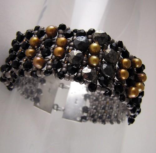 Pearl & nailhead cuff 002
