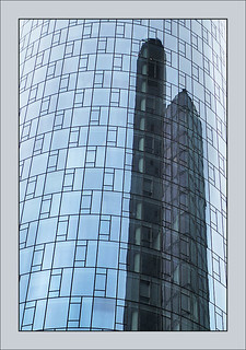 Hochhaus mit Spiegelung - tower with reflection