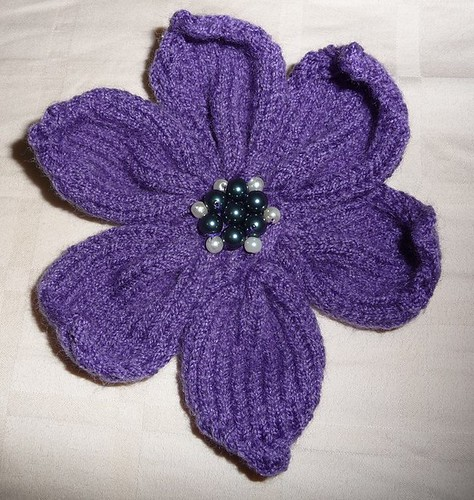 Knitting Flowers Patterns Free : A knitted flower with pattern miss crafty fingers