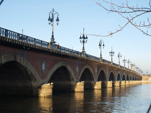 Pont de Pierre from promenade