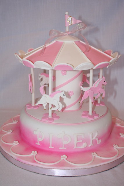 Carousel Birthday Cake http://www.flickr.com/photos/thebeesnees/4744150974/