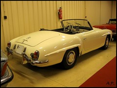 automobile(1.0), automotive exterior(1.0), vehicle(1.0), performance car(1.0), automotive design(1.0), mercedes-benz(1.0), mercedes-benz 190sl(1.0), compact car(1.0), antique car(1.0), classic car(1.0), vintage car(1.0), land vehicle(1.0), luxury vehicle(1.0), sports car(1.0),