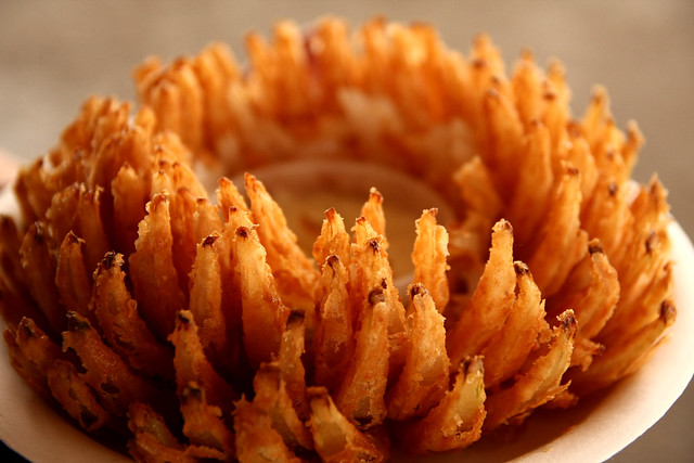 how to prepare a blooming onion