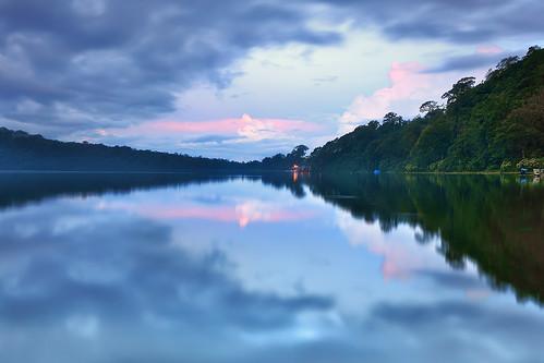 bali lake canon reflections indonesia dusk canonefs1022mmf3545usm beratan canon50d
