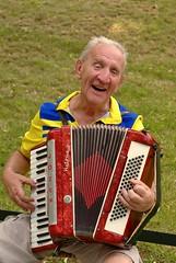 diatonic button accordion(0.0), button accordion(0.0), hand drum(0.0), accordion(1.0), garmon(1.0), wind instrument(1.0),