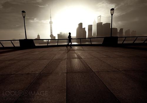 china city morning skyline sepia sunrise downtown shanghai silhouettes 上海 外滩 早晨 thebond