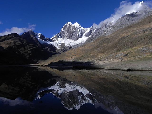 Laguna Mitucocha y Nevado Jirishanca