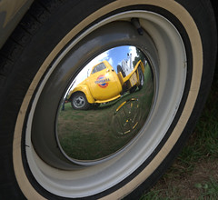 Heel Classic car show - Tow truck reflection