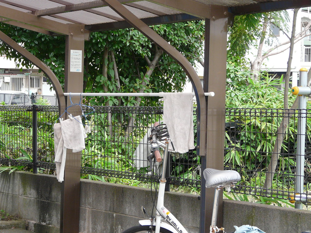 Plastic Bottle Carport : Extra drying space in carport fork fixes