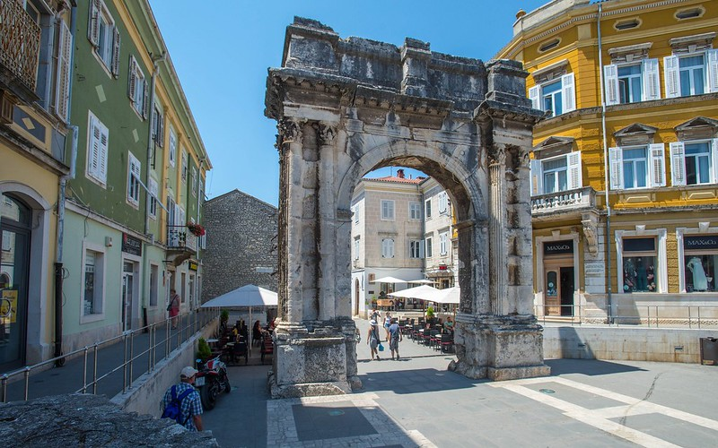 Pula (02) - Arch of the Sergii