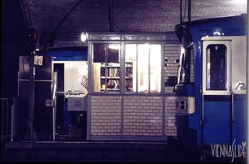 1987 Metro_02-81_Porte_Dauphine_1987_01