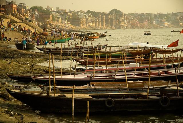 Los Ghats de Varanasi ( Beranés ). Río Ganges. India