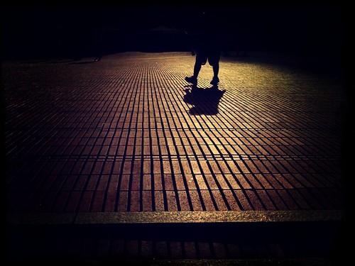street light sunset shadow people urban sun art church museum germany licht angle cathedral dom perspective kirche cologne köln menschen stadt sascha rhine sonne rhein schatten rheinland perspektive iphone philharmonie domplatte pictureshow domhof sascha2010 saschaunger