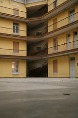 France, Aisne (02) Guise : Familistère : cour intérieure, pavillon droit
