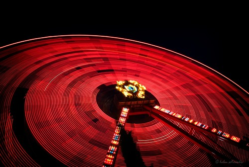 longexposure light red motion black public wheel night canon circle fun published ride trails athens greece ferriswheel amusementpark lighttrails tilt canonefs1022mmf3545usm canoneos40d alloufunpark updatecollection