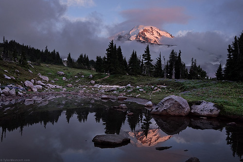 sunset reflection water fog clouds landscape volcano washington nationalpark august explore shore mountrainier wildflower tarn alpenglow 2010 spraypark nikond90