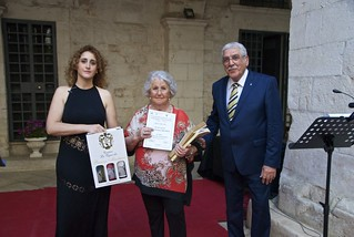 Luisa Franco Maiellaro premiata da Ninni e Alessia Matera (foto di Vito Signorile)