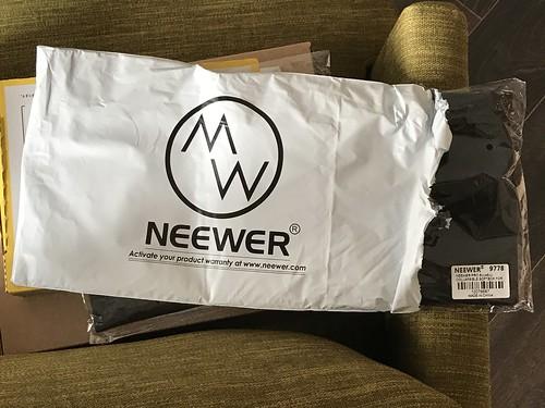 NEEWERの袋