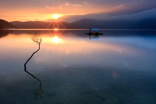 日月潭 日出 枯木 出水口 日芒