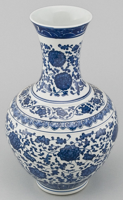 Small Oriental Blue and White Vase. (Satsuma, Imari, Famille Rose
